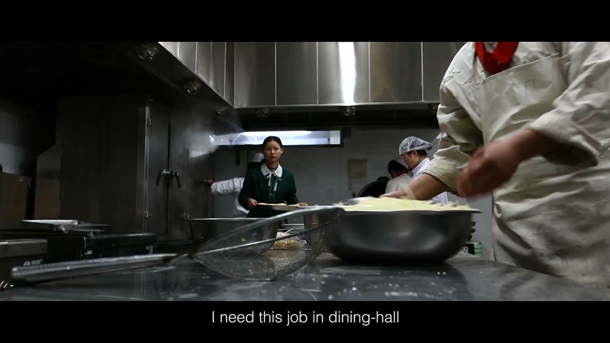 《我的生命线》影片截图,在中央美术学院食堂工作的汪化