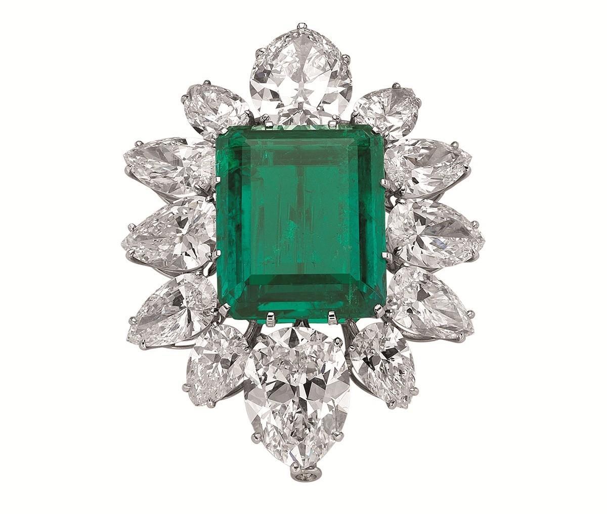 伯顿送给泰勒的宝格丽祖母绿钻石胸针