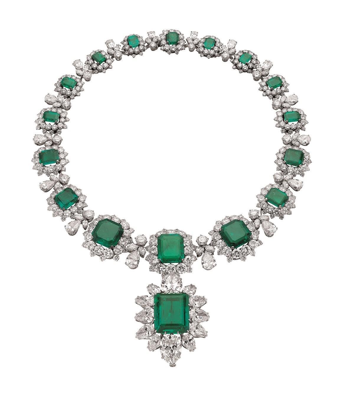 伯顿送给泰勒的宝格丽祖母绿钻石项链