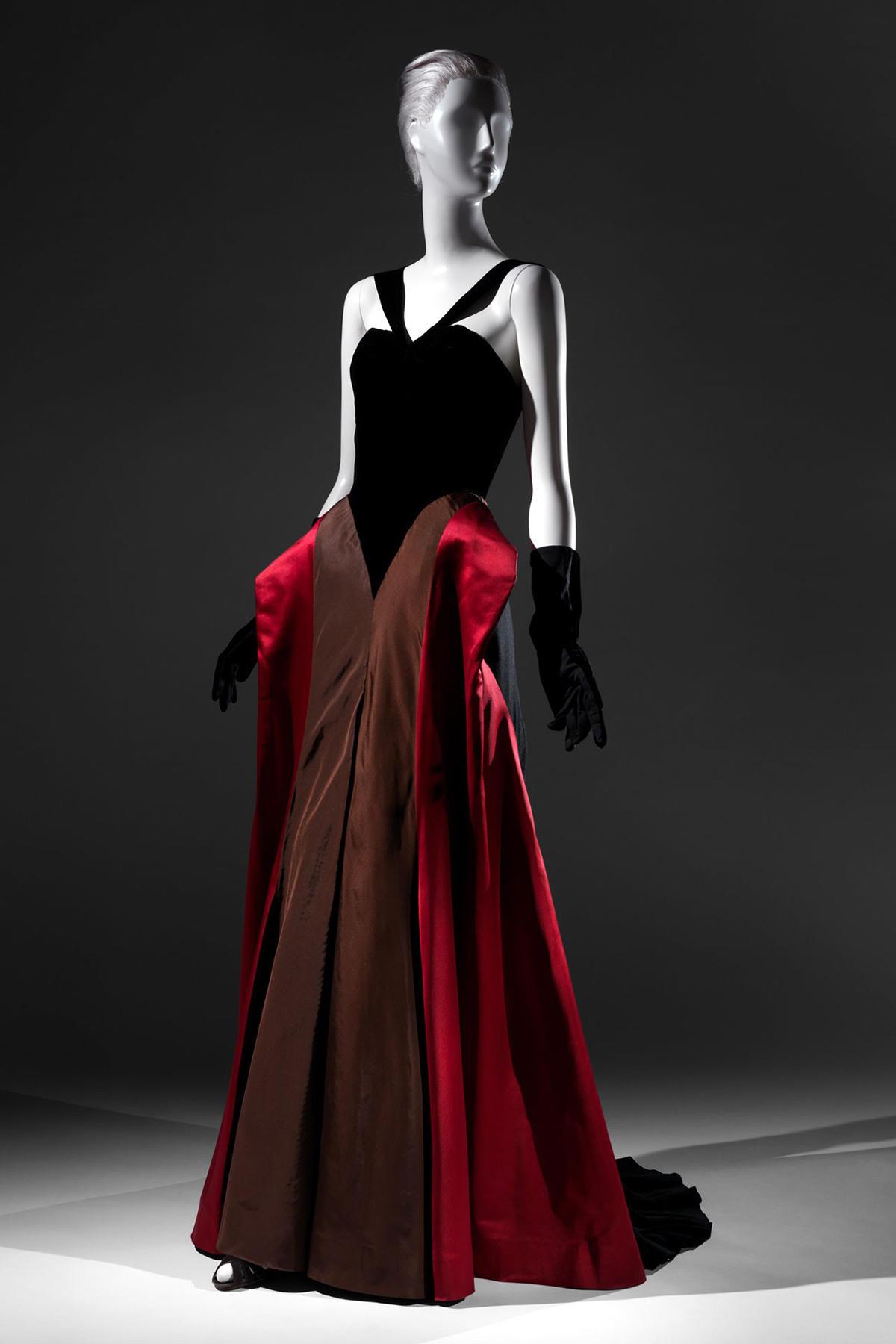 charles-james-hipster-gown-met-exhibition-vogue-5dec13-met_b