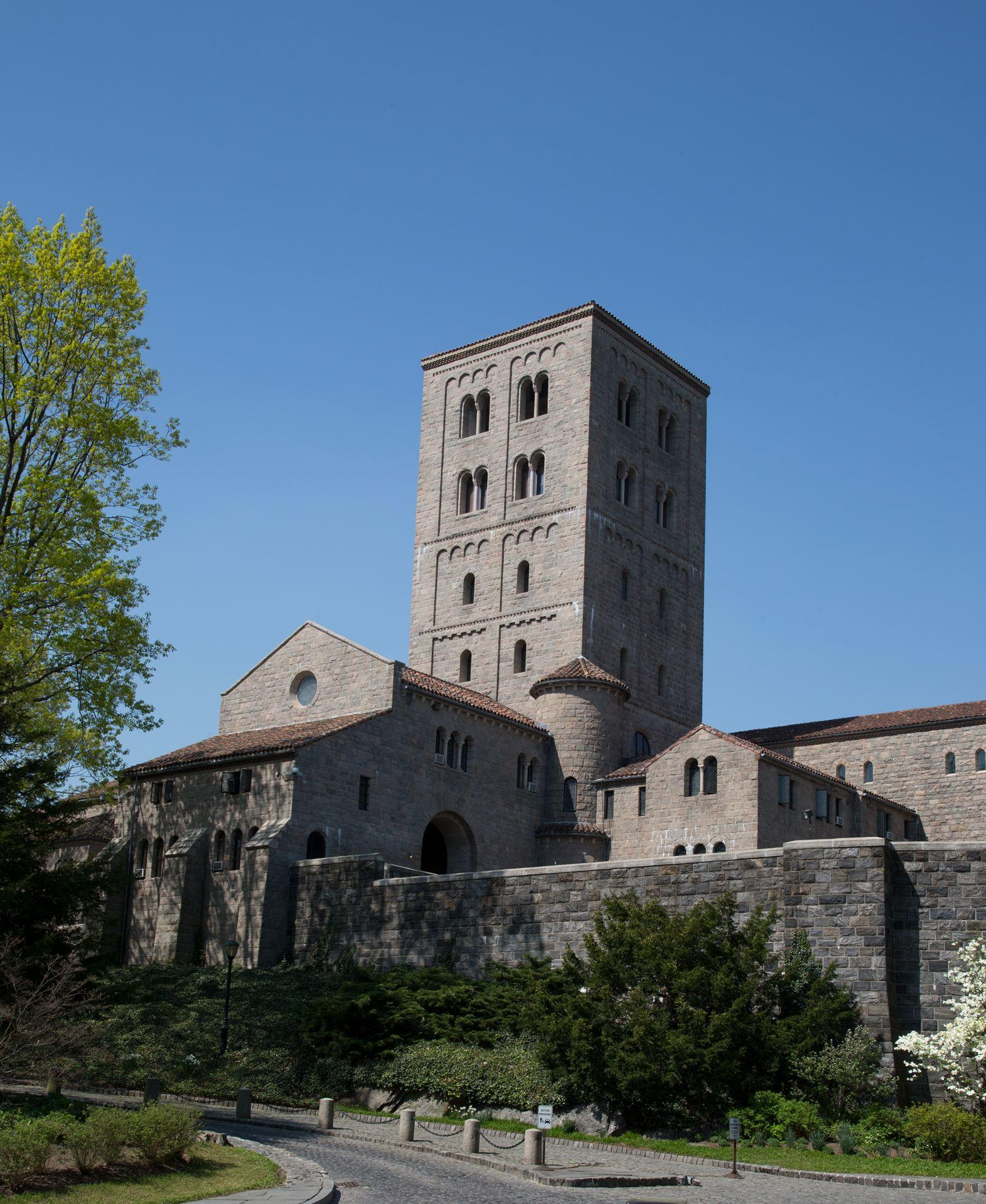 1._View_of_The_Cloisters_Museum_
