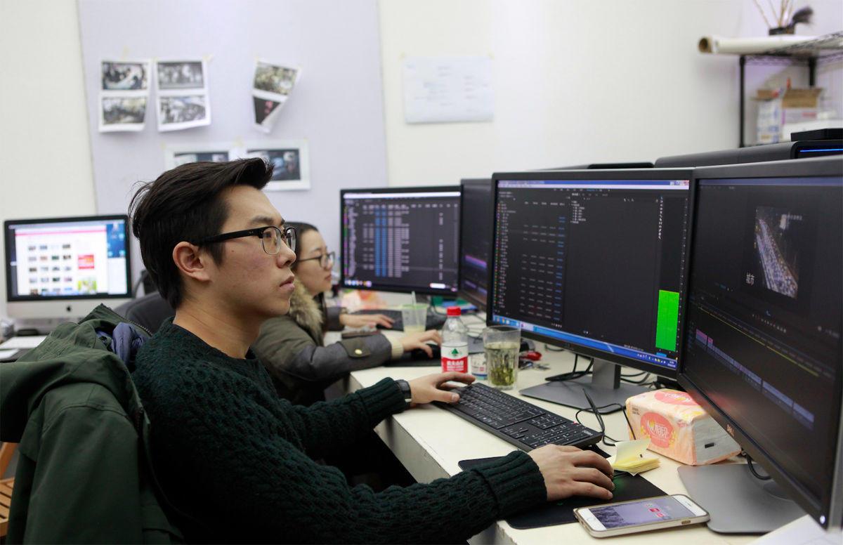 人员剪辑工作-1(摄影:张佐)