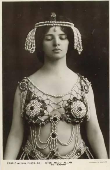maud-allan-in-costume-as-salome-postcard