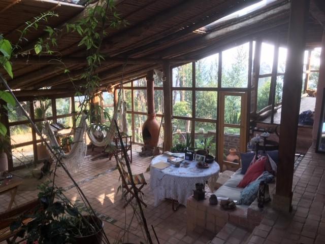 thumbnail_1. 作者位于哥伦比亚山中的、阳光下的办公室