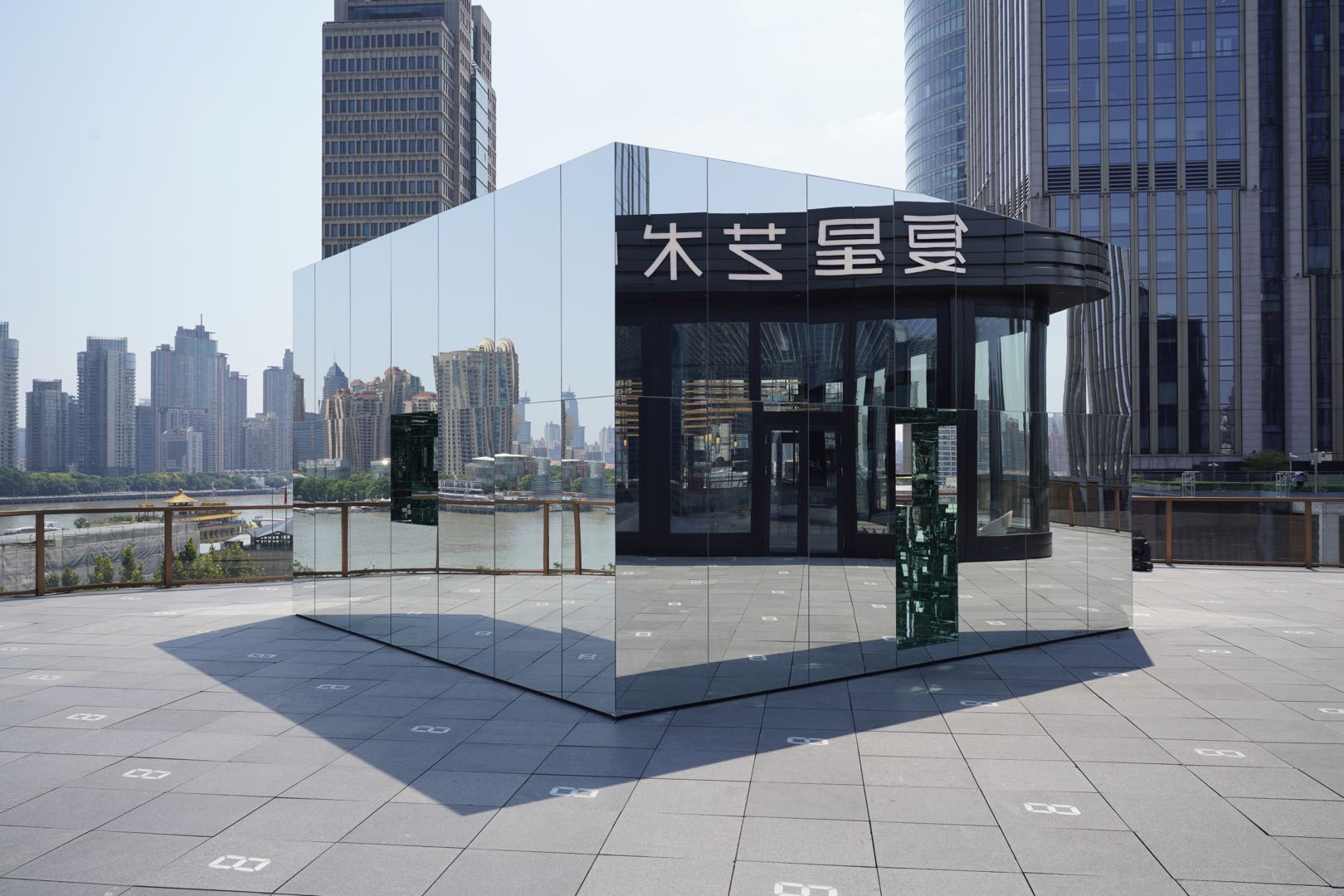 5.张鼎:控制俱乐部,复星艺术中心,2020(图片版权:张鼎工作室)
